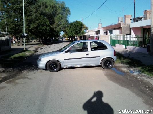 Ars 27 300 Chevrolet Corsa Gl 1 6 3 Puertas Con Fotos En