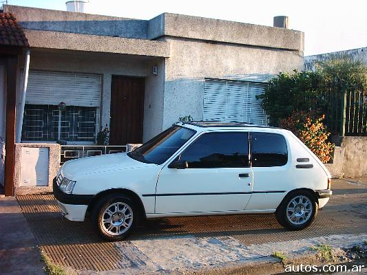 ars peugeot 205 xs full 1 4 con fotos en mor n a o 1993 nafta. Black Bedroom Furniture Sets. Home Design Ideas